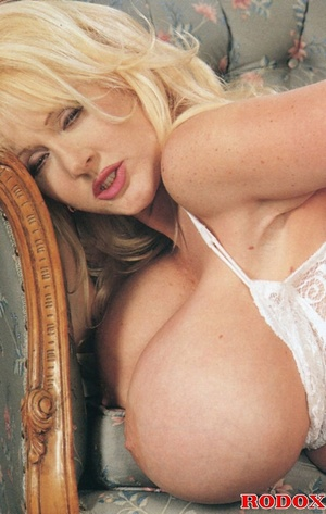 Mature lady with massive melons loves co - XXX Dessert - Picture 12