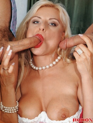 Kinky blonde gets two extra pearl neckla - XXX Dessert - Picture 5