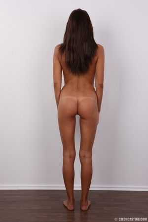 Stunning young girl has a perfect body a - XXX Dessert - Picture 21