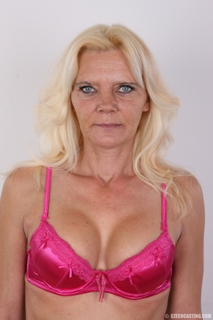 Mature blonde likes to experiment new co - XXX Dessert - Picture 4