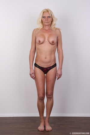 Mature blonde likes to experiment new co - XXX Dessert - Picture 6