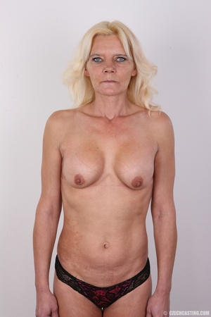 Mature blonde likes to experiment new co - XXX Dessert - Picture 8