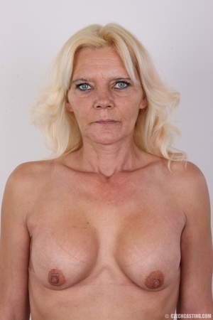 Mature blonde likes to experiment new co - XXX Dessert - Picture 11
