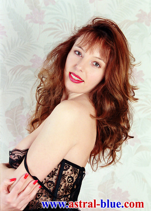 Page 3 Girl Lucy Gresty doing things she - XXX Dessert - Picture 2