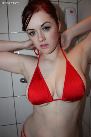 Red haired slender cute chick in bath wa - XXX Dessert - Picture 3