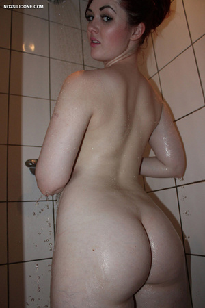 Red haired slender cute chick in bath wa - XXX Dessert - Picture 10