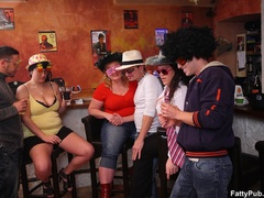 Three guys join three horny fat chicks drinking in bar - Picture 2