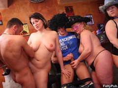 Three guys join three horny fat chicks drinking in bar - Picture 10