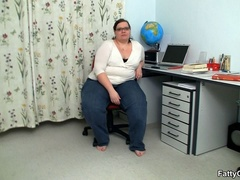 Fat horny lady sucks cock hungrily before hot banging as - Picture 1
