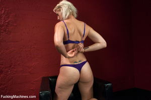 Sex machines show seductive looking babe - XXX Dessert - Picture 3