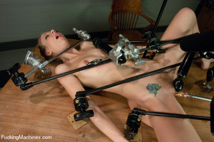 Hardcore automated banging as chick gets - Picture 4