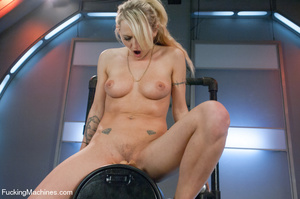 Hot and sweet auto fucking as cute model - XXX Dessert - Picture 6