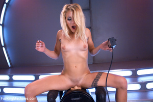 Lusty chick looking for fun gets a blast - XXX Dessert - Picture 6