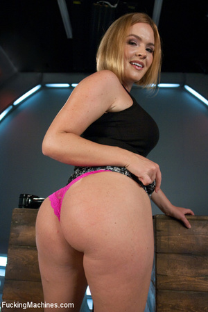 Lusty chick with cute booty enjoys being - XXX Dessert - Picture 1