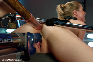 Pretty girl enjoys hot and fast automate - XXX Dessert - Picture 4