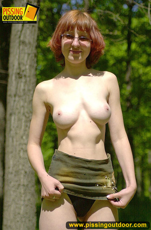 Cute red head in glasses gets nude and sits down on grasses to jet out hot piss - XXXonXXX - Pic 5