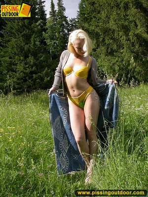 Hot blonde strips off her clothes erotically before letting out a spray of piss - XXXonXXX - Pic 3