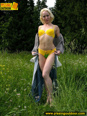 Hot blonde strips off her clothes erotically before letting out a spray of piss - XXXonXXX - Pic 4