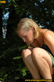 blonde cute chick short
