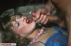 This retro girl knows how to entertain a - XXX Dessert - Picture 14