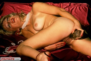 Blonde milf playing with thick glass dil - XXX Dessert - Picture 3