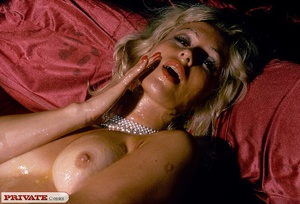 Blonde milf playing with thick glass dil - XXX Dessert - Picture 4