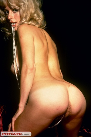 Blonde milf playing with thick glass dil - XXX Dessert - Picture 12