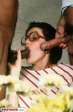 Horny classic chick having interracial s - XXX Dessert - Picture 3