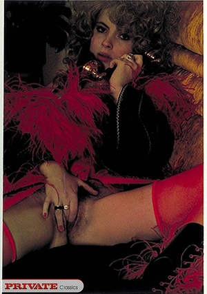 Elegant lady touching herself while on p - XXX Dessert - Picture 2