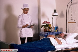 Classic blond nurse seduces horny old pa - XXX Dessert - Picture 4