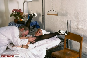 Classic blond nurse seduces horny old pa - XXX Dessert - Picture 5