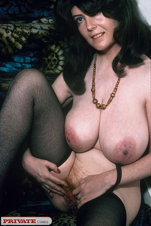 Classic chick with natural big boobs pos - XXX Dessert - Picture 1