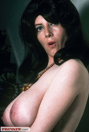 Classic chick with natural big boobs pos - XXX Dessert - Picture 3
