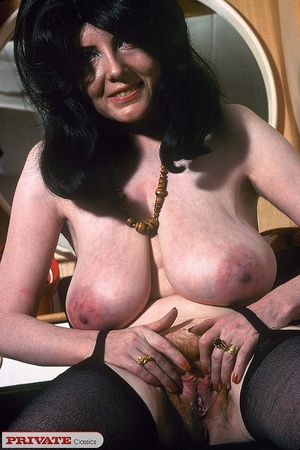 Classic chick with natural big boobs pos - XXX Dessert - Picture 5
