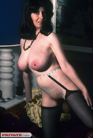 Classic chick with natural big boobs pos - XXX Dessert - Picture 6