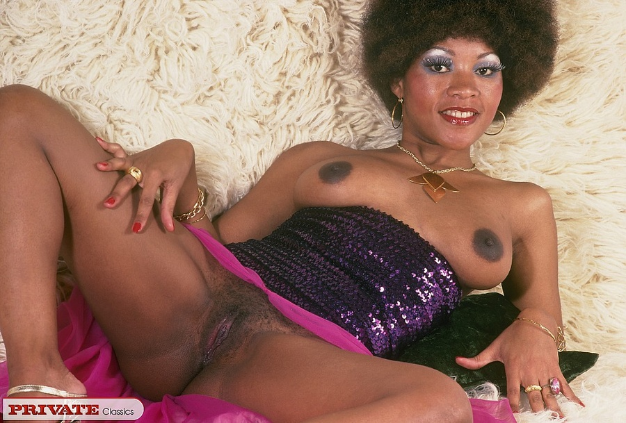 Retro Ebony Showing You Her Pussy And Her A - Xxx Dessert -1841