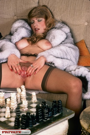 Classic hot lady in furry coat masturbat - XXX Dessert - Picture 3
