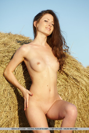 Pretty girl with attractive eyes bares a - XXX Dessert - Picture 10