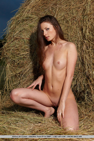 Pretty girl with attractive eyes bares a - XXX Dessert - Picture 18