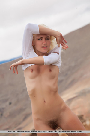 Blue eyed blondie shows that desert summ - XXX Dessert - Picture 6
