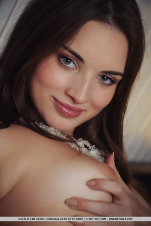 Lovely young girl arouses with her white - XXX Dessert - Picture 18