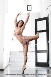 dancing diva displays her