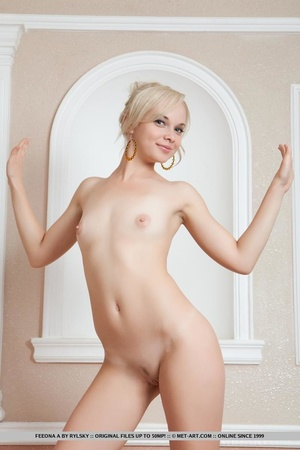 Milf blondie with perfect tits spreads h - XXX Dessert - Picture 17
