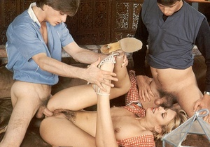 Two seventies guys helping a horny and h - XXX Dessert - Picture 6