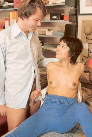 Hairy seventies lady pleasing her boss h - XXX Dessert - Picture 7