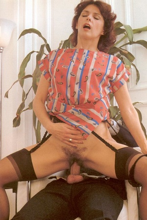 Hairy seventies lady enjoys a big stylis - XXX Dessert - Picture 7