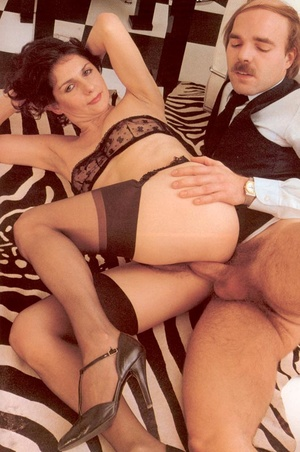 Hairy seventies lady enjoys a big stylis - XXX Dessert - Picture 14