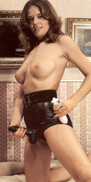 Three hairy seventies lesbians playing d - XXX Dessert - Picture 11