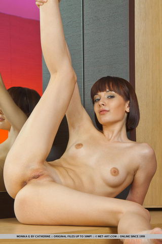 page-boy milf shows shaved