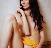 Cosmopolitan brunette drops her yellow wrap to reveal a massive pussy